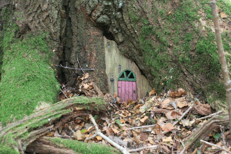 The home of littlethings and the work of for Secret fairy doors by blingderella